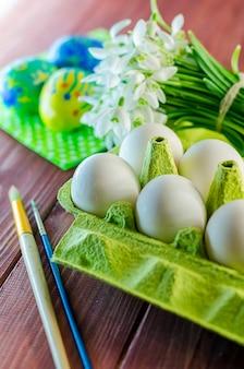 Eieren klaar om te schilderen op het feest van het pascha
