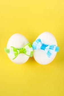 Eieren versierd met strikken