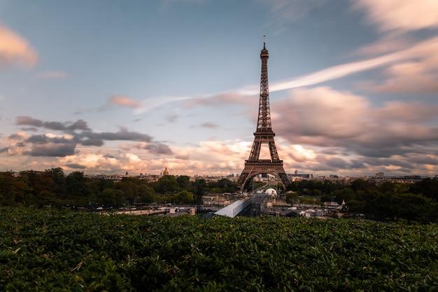 Eiffeltoren in het centrum van parijs