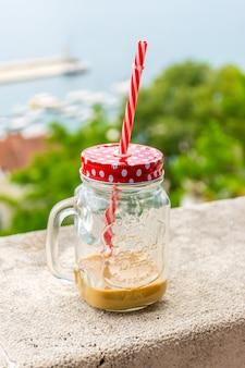 Eigenaren van restaurants bieden hun bezoekers ongewone drankjes voor koeling.
