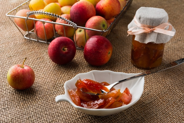Eigengemaakte appel plakjes marmelade