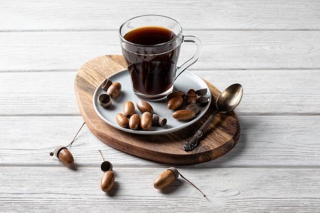Eikelkoffie is een tonicum met een koffiesmaak, een rijke kleur en een aangenaam aroma.
