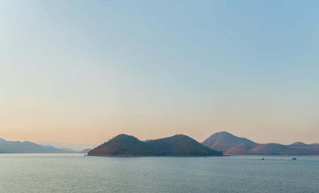 Eiland op het meer