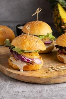Eiwitrijke maaltijd van hamburgers close-up detail