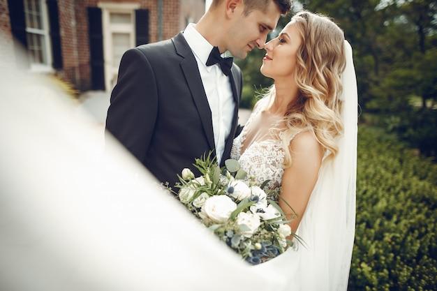 Elegant bruidspaar