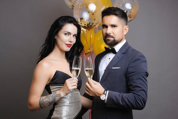 Elegant paar met champagne