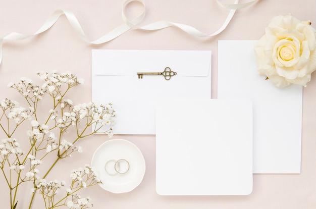 Elegante bruiloft uitnodiging instellen bovenaanzicht