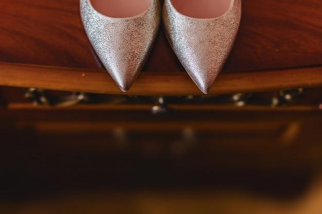 Elegante damesschoenen voor feesten en bruiloften, bruidskleding en details