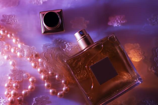 Elegante gele parfumfles