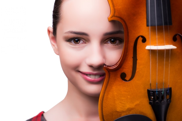 Elegante jonge vioolspeler die op wit wordt geïsoleerd