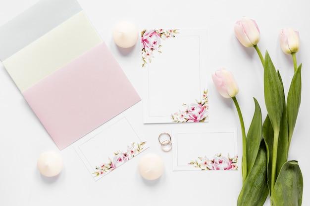 Elegante ornamenten en bloemen voor bruiloft