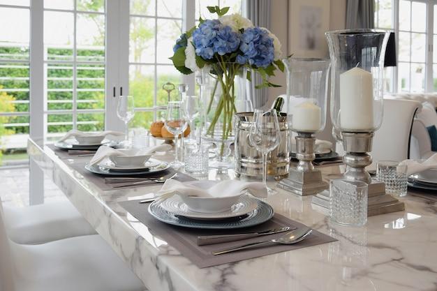 Elegante tafel in vintage stijl eetkamer interieur
