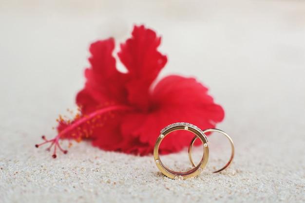 Elegante trouwringen met diamanten