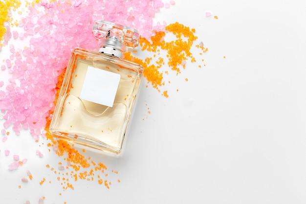 Elegante vrouwelijke parfumachtergrond