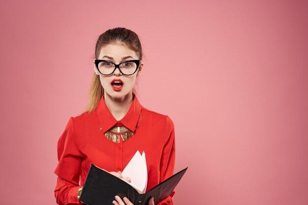 Elegante zakelijke vrouw formele pak secretaris financiële office document