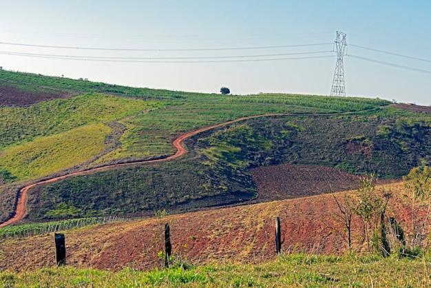 Elektriciteit transmissietoren kruising plantage