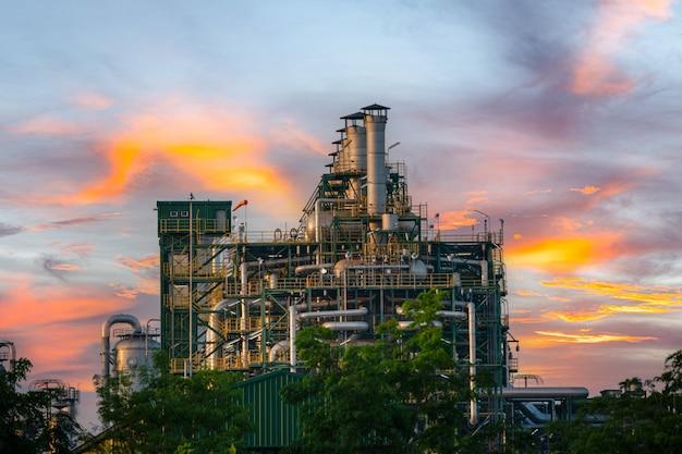Elektriciteitscentralegas of -olie voor de industrie bij schemering