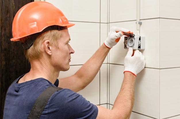 Elektrisch werk binnenshuis