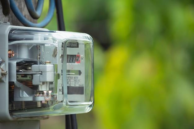 Elektrische energiemeter die het stroomverbruik meet. watt uur elektrische meter meetinstrument