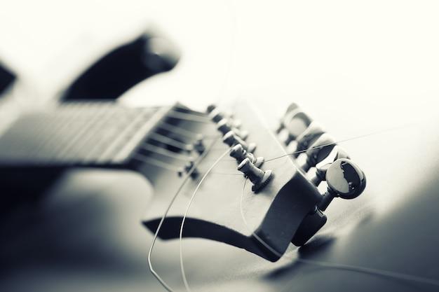 Elektrische gitaar kop en stemmachines. afgezwakt