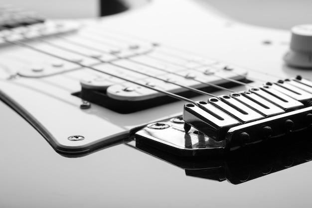 Elektrische gitaar met close-up op pickup