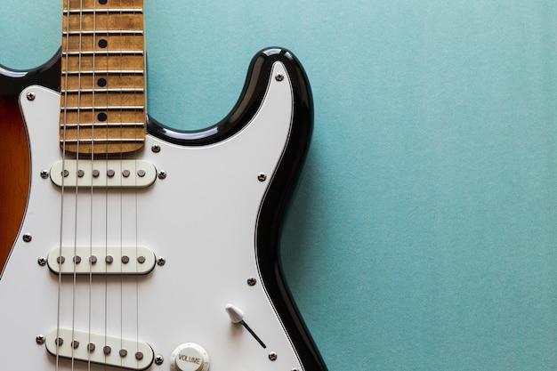 Elektrische gitaar op groen