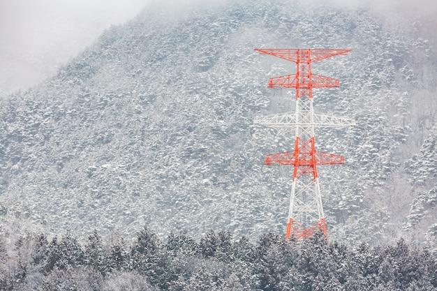 Elektrische paal winterlandschap