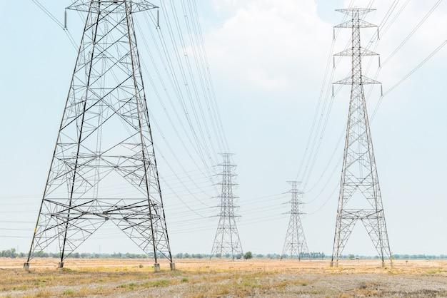Elektrische pool grote fabriek om elektriciteit te produceren.