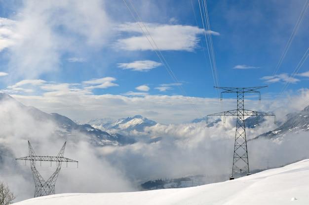 Elektrische pyloon in berg