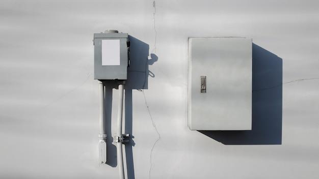 Elektrische veiligheidsschakelkast op geïsoleerde achtergrondhoofd elektrische schakelbediening