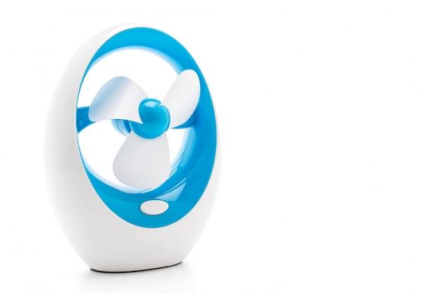 Elektrische ventilator op wit