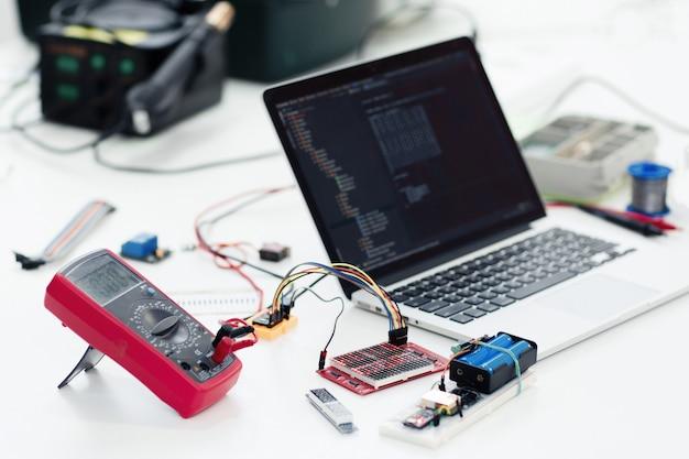 Elektronica technologie ontwikkeling bouwtechniek uitvinding concept