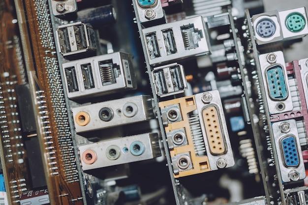 Elektronisch afval concept. e-afvalhoop