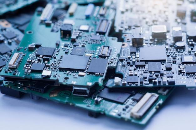 Elektronisch afval, halfgeleider in printplaat, technische achtergrond.
