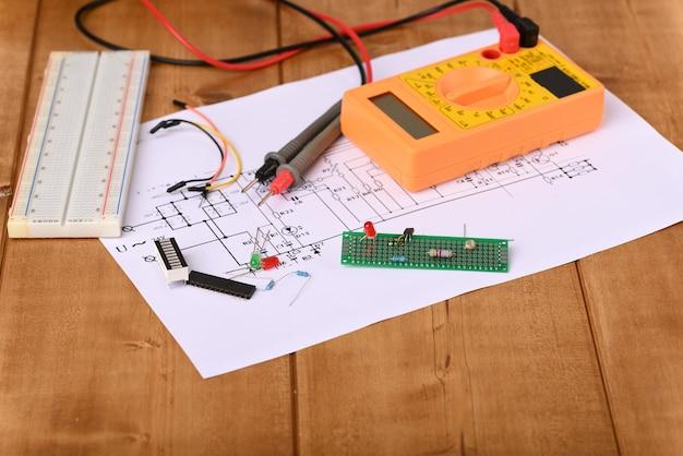 Elektronisch bord en vele andere elektronische onderdelen.