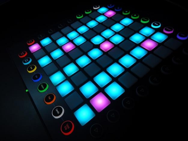 Elektronisch muziekinstrument of audio mixer of geluid equalizer (analoge modulaire synthesizer)