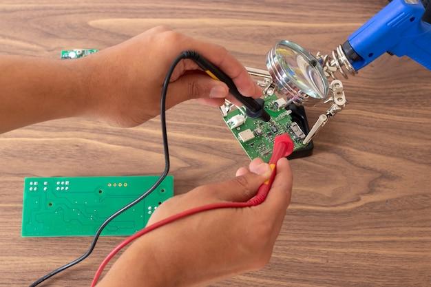 Elektronische circuit reparatie