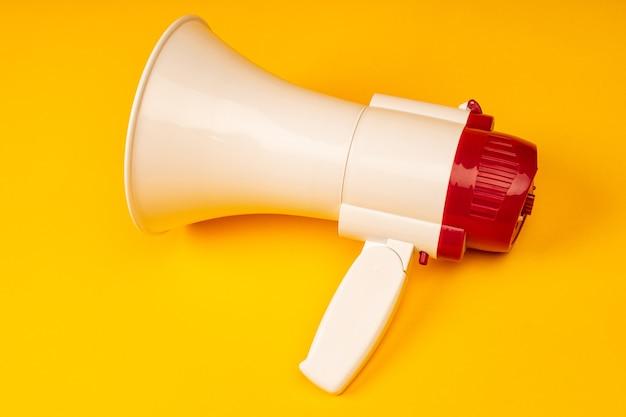 Elektronische megafoon op kleur