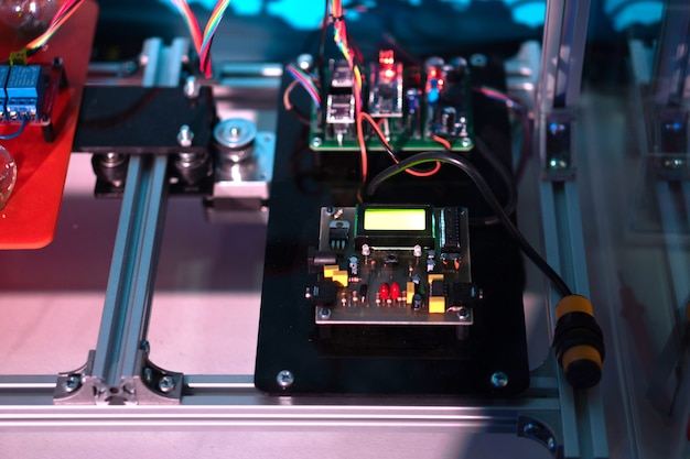 Elektronische printplaat om het automatische verlichtingssysteem te bedienen