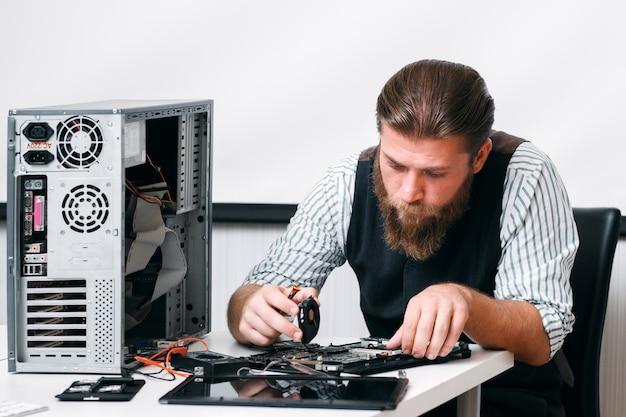 Elektronische reparatie ontwikkeling constructie bedrijfstechnologie concept