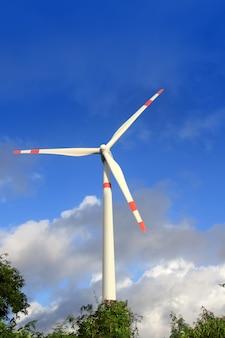 Elelctrische groene energie met aerogenerator windmolen