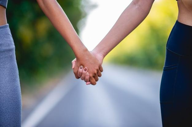 Elkaar de hand vasthouden is een uitdrukking van liefde