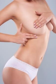Elke vrouw zou de borst moeten onderzoeken