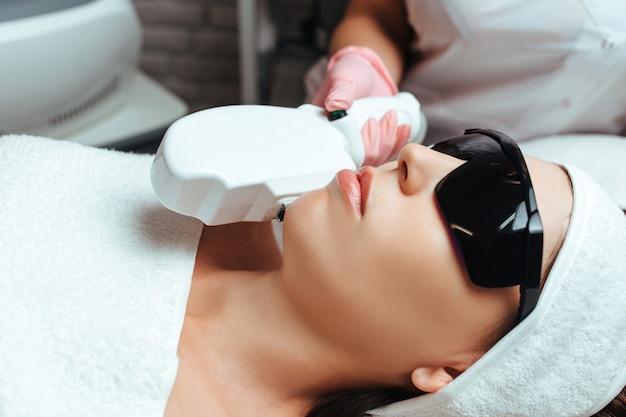 Elos-procedure voor gezichts- en lichaamsverjonging