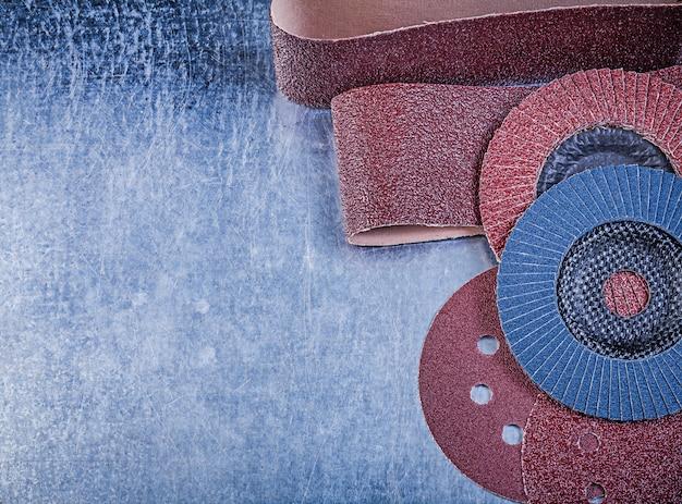 Emery papier schuurschijven flap slijpschijven op metalen tafel