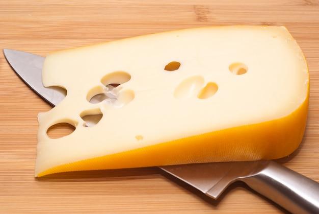 Emmenthal van zwitserse kaas