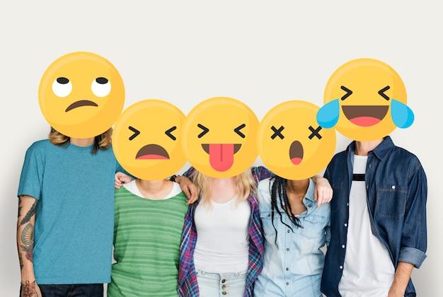 Emoji stond tegenover jonge vrienden