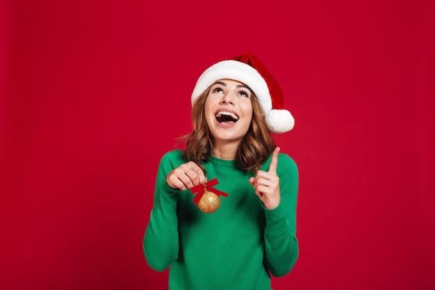 Emotionele vrouw kerst kerstmuts dragen