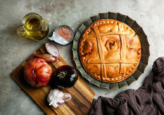 Empanada de atun gallega is een soort gebakken of gefrituurde omzet bestaande uit gebak en vulling, gebruikelijk in latijns-amerika en spanje, galicië
