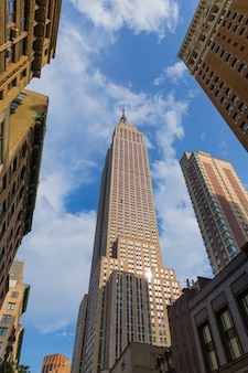 Empire state building in de stad van manhattan new york